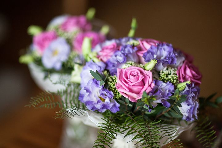 vous vous mariez dans quelques mois et vous cherchez une professionnelle pour réaliser votre bouquet de mariée et décorer le lieu de votre mariage, je suis à votre écoute pour créer les compositions florales et décorations dont vous rêvez.
